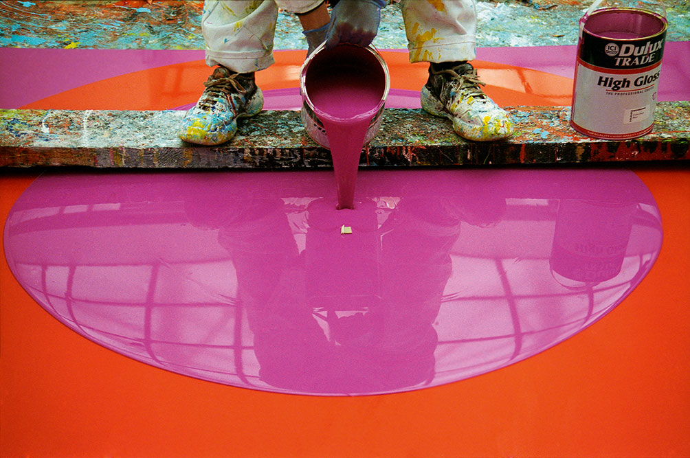The Artist Working On Poured Painting Magenta Orange Magenta 1999 Ian Davenport All Rights Reserved Dacsartimage 2018